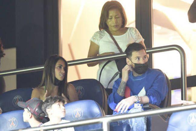 Leo et sa famille dans les tribunes du Parc des Princes, lors de PSG-Montpellier.