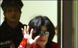 Le chanteur américain Michael Jackson a essuyé un revers mercredi dans la bataille judiciaire qui l'oppose à son ancienne épouse, un tribunal ayant jugé que Deborah Rowe n'avait pas abandonné ses droits parentaux.