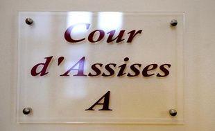 Comparution devant les assises de Seine-Saint-Denis, à Bobigny, d'un homme qui a tué de plus de trente coups de couteau de cuisine une femme de 53 ans qui fut son amante