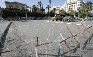 """Le ministère tunisien de l'Intérieur a annoncé jeudi qu'il interdisait toute manifestation vendredi, indiquant disposer d'informations sur la préparation """"de violences"""" pour protester contre des caricatures de Mahomet publiées en France."""