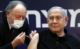 Le Premier ministre Benjamin Netanyahu s'est fait vacciner, le 19 décembre 2020.