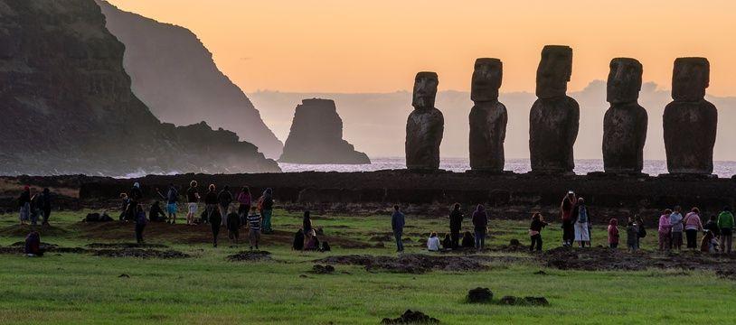 L'île de Pâques et ses célèbres moaï trônent au beau milieu de l'océan Pacifique.