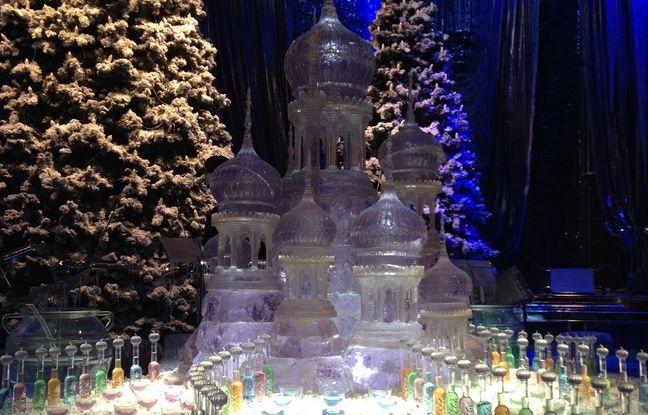 Une fontaine de glace trône au fond de la grande salle.