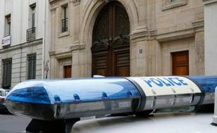 Une voiture de police à Paris (illustration