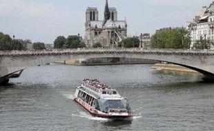 Un bateau-mouche sur la Seine à Paris, le 9 juin 2014 (Photo illustration).
