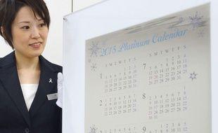 Un calendrier «La Reine des Neiges» en platine réalisé par un bijoutier japonais, à Tokyo, le 3 décembre 2014.