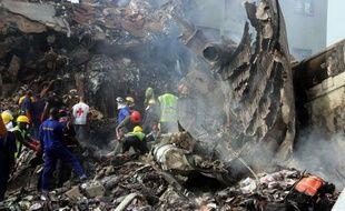 Le bilan de l'accident d'un avion nigérian qui s'est écrasé sur un quartier de Lagos s'est alourdi à 157 morts mardi, avec la découverte des premières victimes au sol, alors que la pluie gênait les efforts pour poursuivre les recherches, a déclaré un membre des équipes de secours.