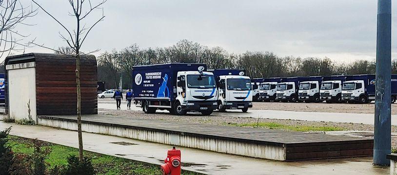 Les camions stationnés sur le champ de Mars, à Lille, après la manifestation et l'opération escargot du 7 janvier 2020.