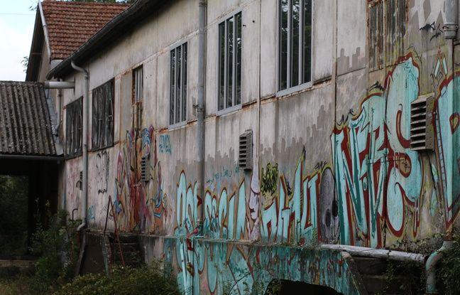 Le bâtiment de La Vieille Cure est à l'abandon depuis la fin des années 2000