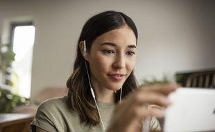 Le casque Ambeo Smart Headset de Sennheiser réalise des captations audio avec son binaural.