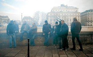 Des salariés de SeaFrance, à Paris, après l'annonce de la liquidation.