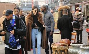 Kendall Jenner flâne au marché aux puces de Saint-Ouen