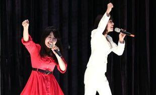 Le duo Paix2, Megumi Ikatsu et Manami Kitao (g), se produit le 16 mai 2015 sur la scène de la prison de Kurobane, à 160 km au nord de Tokyo