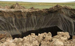 Un cratère apparu en Sibérie, dans la péninsule de Yamal, en juillet 2014.
