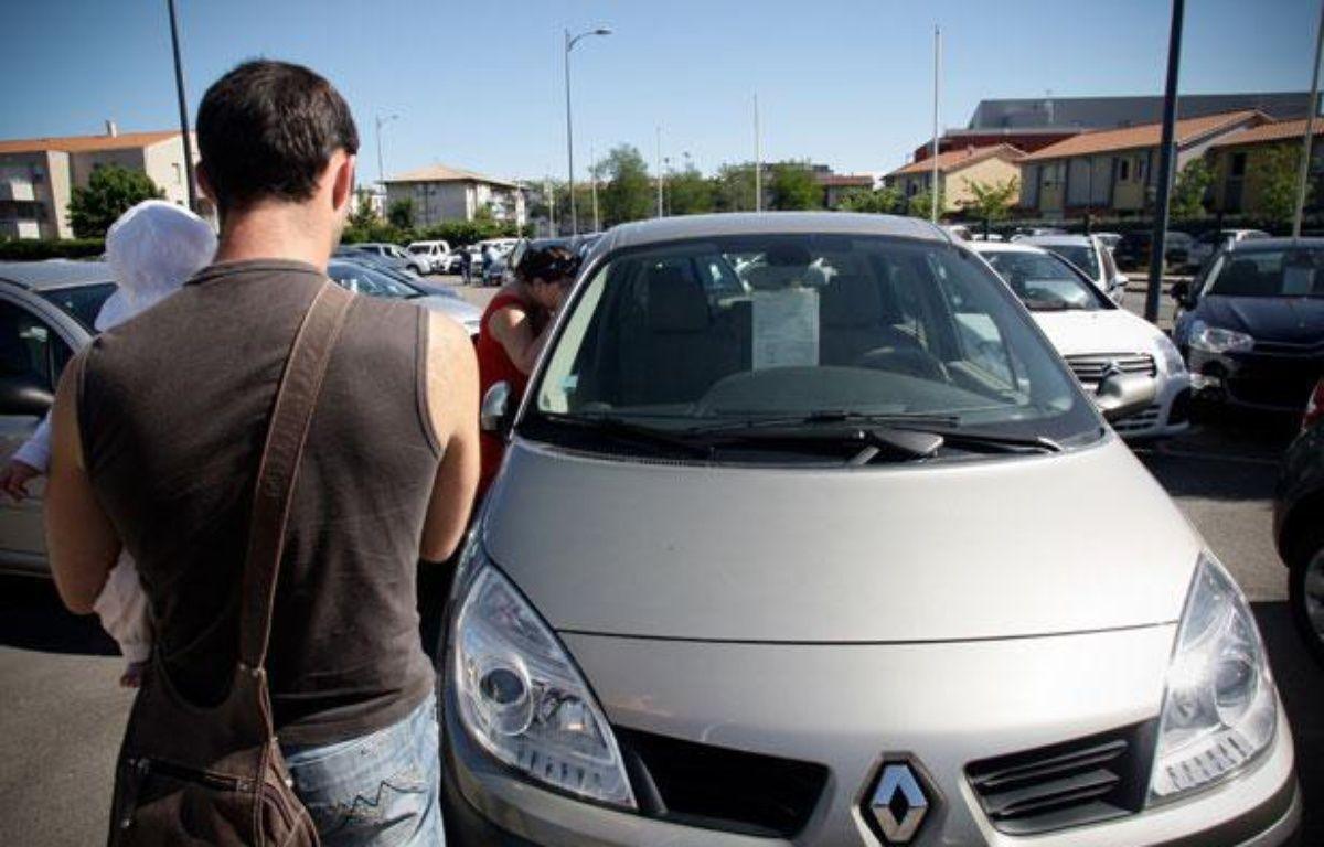 Un parc de véhicules d'occasion, avenue des Etats unis. Toulouse. Illustration voiture, achat. – FREDERIC SCHEIBER / 20 MINUTES