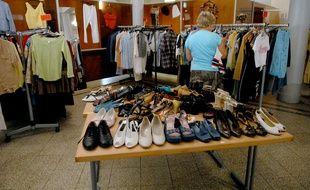 Vêtements et chaussures remis en vente par l'association de réinsertion Vetis qui donne une seconde vie aux habits. (Archives)