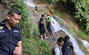 Les sauveteurs à la cascade de Na Mueang 2.