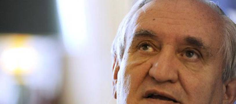 Jean-Pierre Raffarin dans son bureau au Sénat le 7 mai 2010.