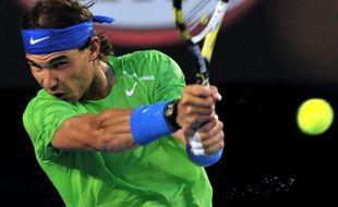 Le Serbe Novak Djokovic, vainqueur dimanche de son troisième Open d'Australie, conserve sa place de N.1 mondial devant l'Espagnol Rafael Nadal, finaliste à Melbourne, qui gagne quelques points lui permettant de se rapprocher un peu de Djokovic, selon le classement ATP publié lundi.