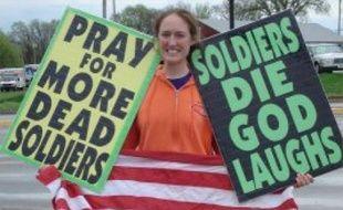 Une membre homophobe de l'Eglise baptiste de Westboro se réjouit de la mort de soldats américains en Irak