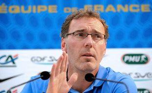 Laurent Blanc, le sélectionneur des Bleus lors de sa conférence de presse à Clairefontaine le 18 mai 2012.