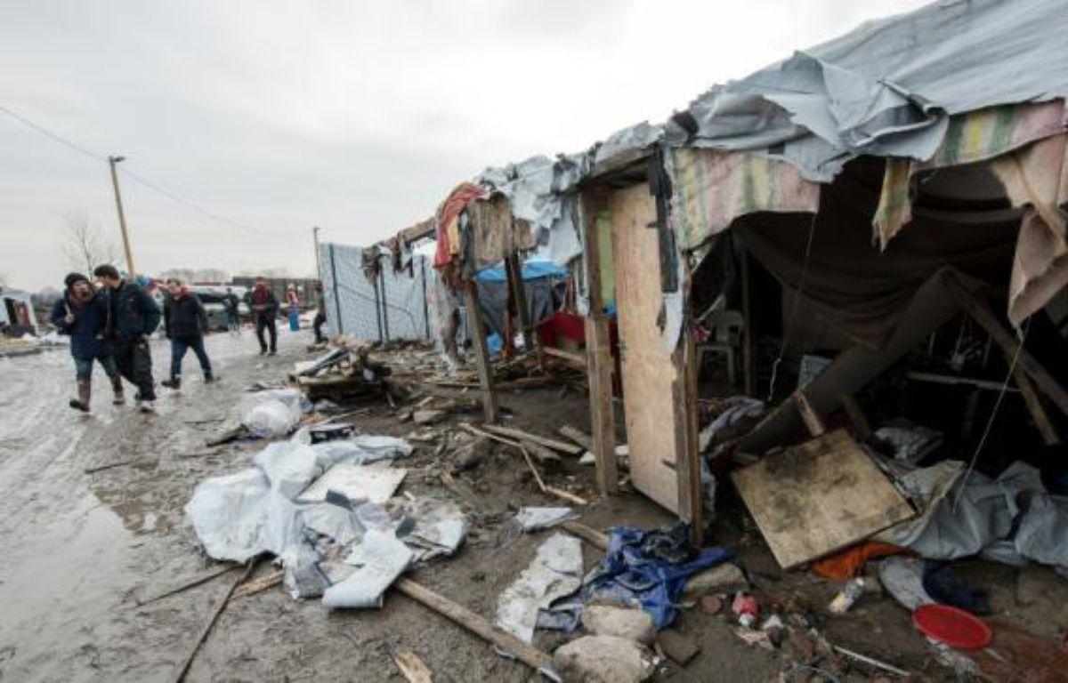 Des migrants le 10 mars 2016 à Calais – DENIS CHARLET AFP
