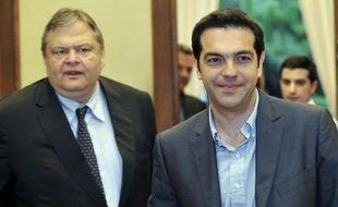 Le compte à rebours a commencé samedi pour une Grèce très divisée sur l'austérité, si elle veut éviter de nouvelles élections qui pourraient conduire à une sortie du pays de la zone euro, voire à sa banqueroute, faute d'avoir su former un gouvernement de coalition