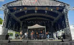 Balances du groupe Lulu Van Trapp le 15 juin sur la scène extérieure de la Maison de la Radio et de la Musique