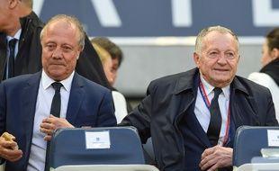 Bernard Lacombe (à g.) a annoncé à Jean-Michel Aulas son départ à la retraite en décembre.