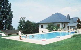 Toulouse attir s par la piscine de la r sidence des ados for Piscine privee lille