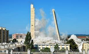 14 avril, la tour H s'effondre. L'un des 100 clichés à découvrir dans le Replay.