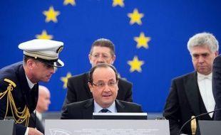 """Le président français François Hollande a observé mardi devant le Parlement européen qu'il lui """"arrivait d'être d'accord"""" avec le Premier ministre britannique David Cameron, en citant la question du mariage homosexuel, en cours d'instauration dans les deux pays."""