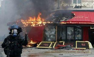 L'incendie du Fouquet's, le 16 mars 2019.