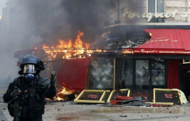 Acte 18 des «gilets jaunes»: La devanture du Fouquet's a-t-elle été brûlée par les forces de l'ordre?