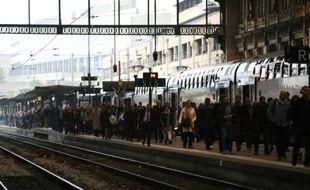 Des voyageurs gare de Lyon le 1er juin 2016 à Paris