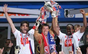 Juninho, Grégory Coupet et Sidney Govou incarnent le Grand Lyon des années 2000, à l'image de la Coupe de France 2008 remportée... face au PSG.
