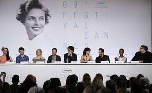Rossy de Palma, Xavier Dolan, Sienna Miller, Ethan Coen, Joel Coen, Sophie Marceau, Jake Gyllenhaal, Rokia Traore et Guillermo Del Toro (de gauche à droite), jury du Festival de Cannes 2015 pendant sa conférence de presse du 13 mai 2015.