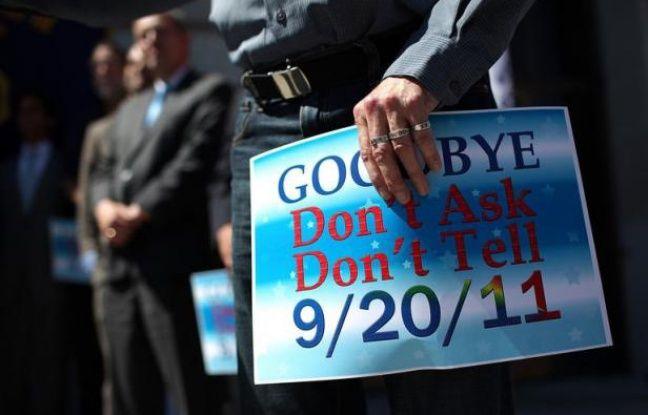 """L'armée américaine a célébré mardi la """"fierté homosexuelle"""", une première depuis l'abolition du tabou gay dans ses rangs, permettant depuis septembre aux militaires homosexuels de ne plus avoir à cacher leur orientation sexuelle pour servir leur pays."""
