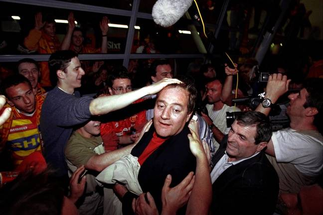 Gervais Martel avec les supporteurs lensois, le 9 mai 1998.