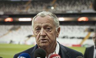 Jean-Michel Aulas, ici lors d'un point presse en bord de terrain, avant Besiktas-OL en avril 2017.