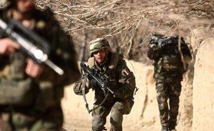 Deux attentats ont tué mardi neuf civils et blessé une vingtaine de personnes dont trois soldats de l'Otan près de Kaboul, confirmant l'activité croissante des talibans autour de la capitale afghane.