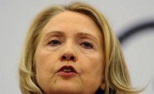 Les Etats-Unis s'inquiètent d'informations faisant état de l'envoi d'hélicoptères d'attaque russes à la Syrie, a déclaré mardi la secrétaire d'Etat américaine Hillary Clinton en accusant Moscou de mentir à propos de ses livraisons d'armes.