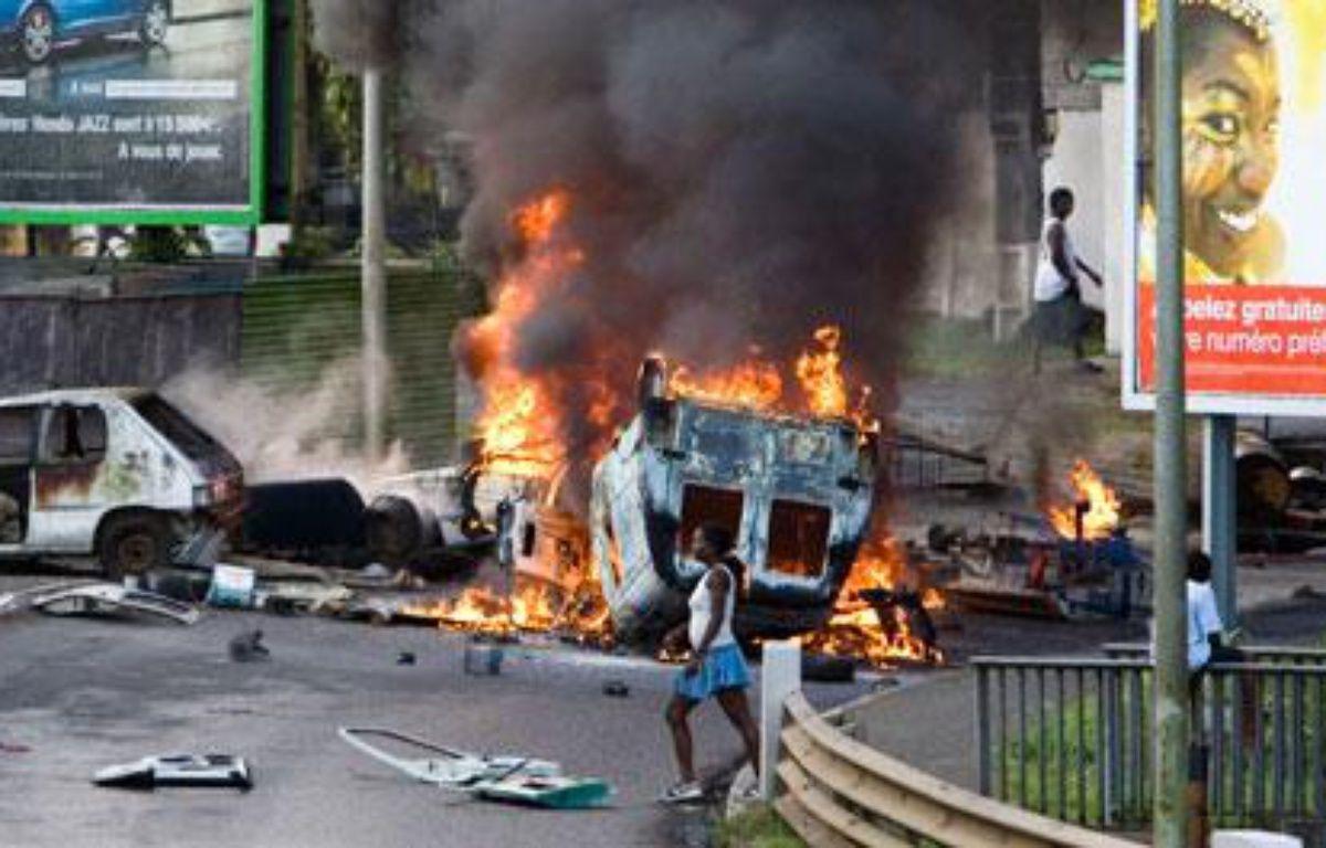 Les violences et les pillages dans la nuit du mardi 17 au mercredi 18 février, à Point-à-Pitre, Guadeloupe, ont provoqué la mort d'un syndicaliste de la CGTG. – J. TACK / AFP