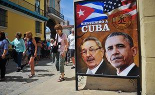 Une affiche du président cubain Raul Castro et du président américain Barack Obama, dans les rues de la Havane