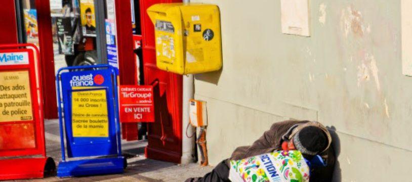 Des milliers de SDF vivent dans la rue en France.