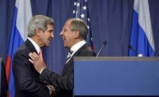 Le secrétaire d'Etat américain John Kerry et le ministre russe des affaires étrangères Sergei Lavrov à Genève le 14 septembre 2013.