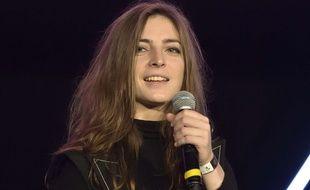 La chanteuse Fishbach  recoit le Prix album revelation de l'annee a la Cigale a l'ooccasion de la remise du Prix des Indes 2017