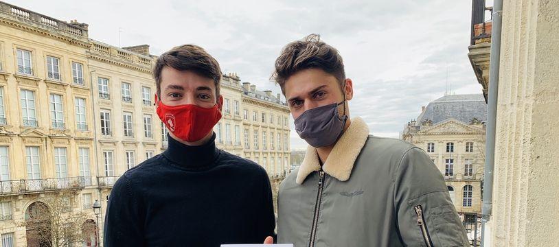 Louis et Paul, étudiants à Sciences-Po Bordeaux, collaborent à l'écriture de Caviar.