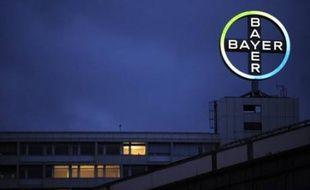 Le groupe de chimie et pharmacie allemand Bayer a mis de côté 436 millions d'euros de provisions pour des risques juridiques liés à un riz génétiquement modifié et à ses pilules contraceptives, écornant des résultats plutôt flatteurs.