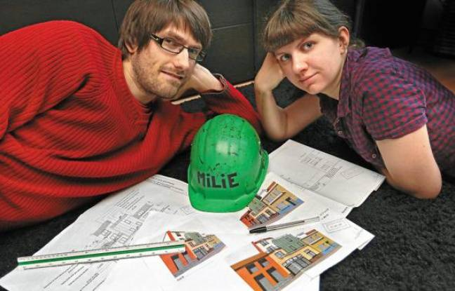 Julien Pilette, fondateur d'une société de recyclage, et sa femme Chloé, jouent les bâtisseurs.